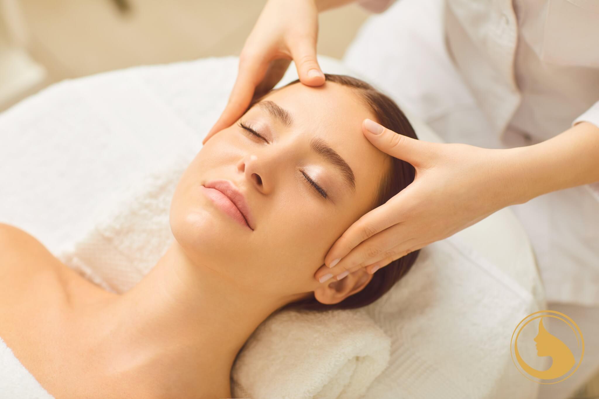 Kényeztető - arc - nyak - dekoltázs masszázs kozmetikai kezelés